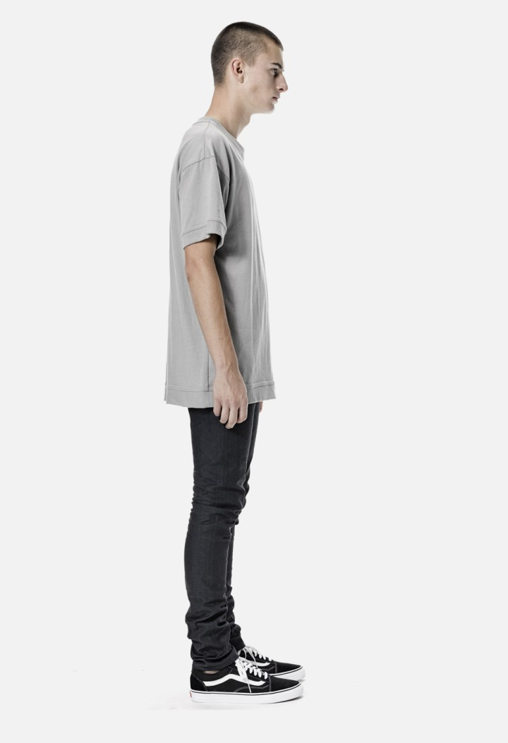Oversized-Cropped-Tee-Plaster-Frank-Side